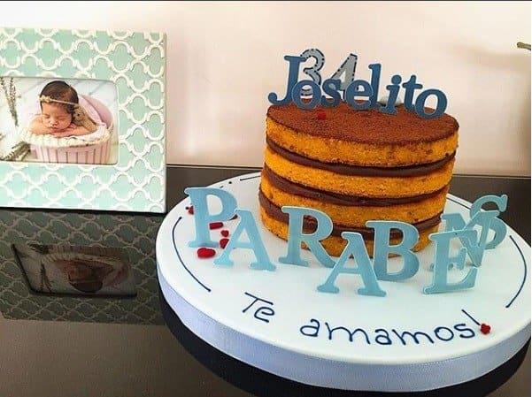 No porta retrato a foto da fofa Bella, filha dos atores José Loreto e Débora Nascimento