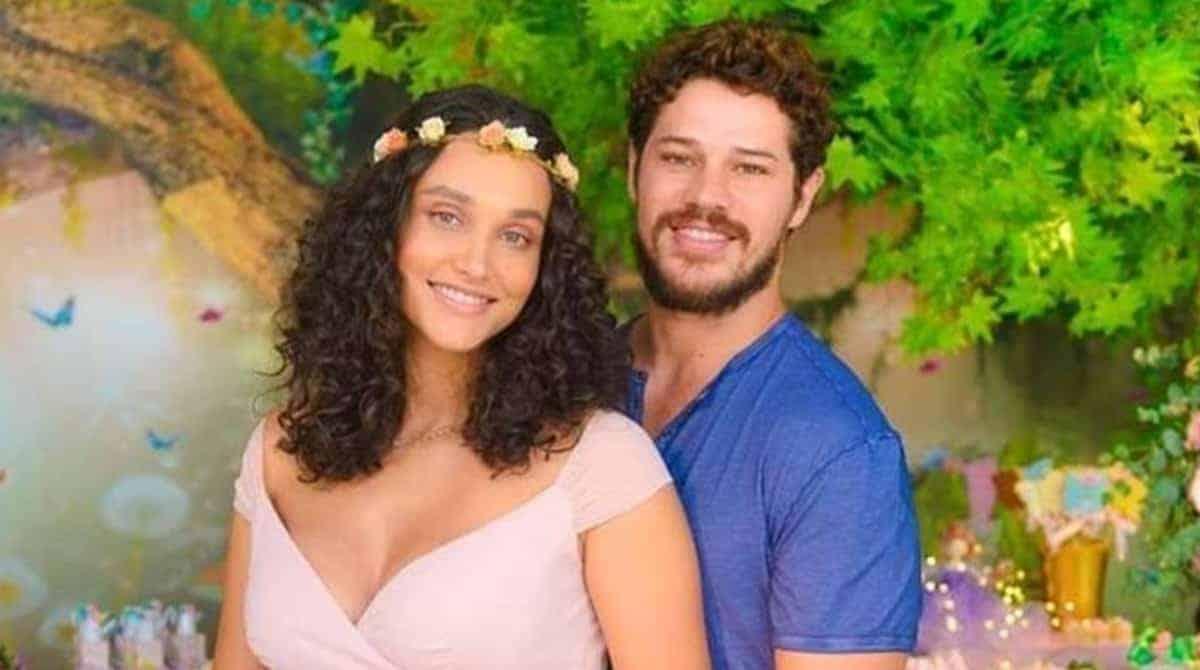 José Loreto mostrou a filha com Débora Nascimento