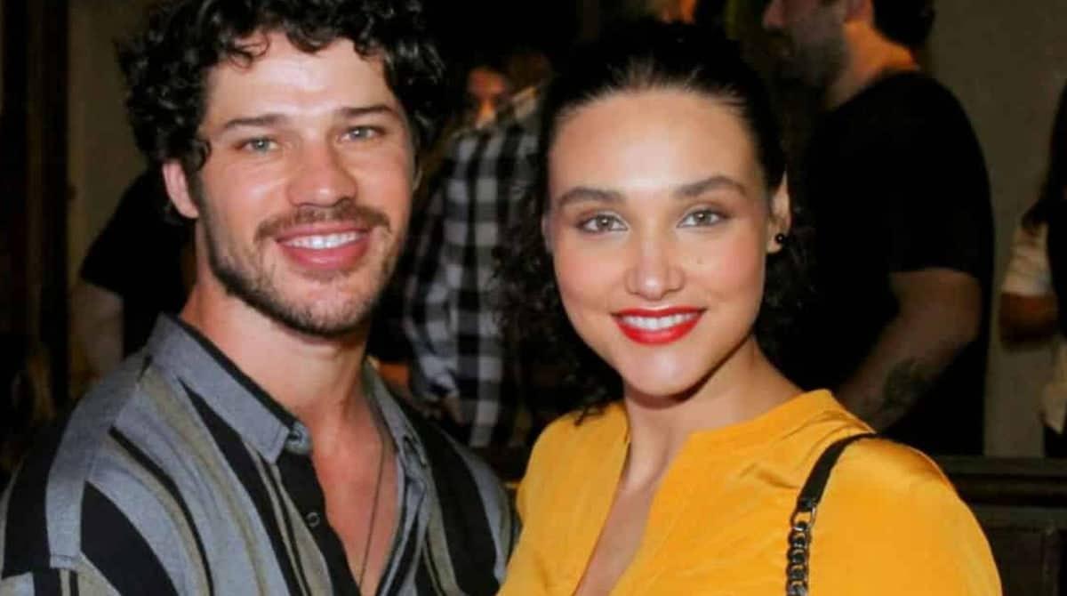 Veja foto da linda Bella, filha do ator José Loreto e da atriz Débora Nascimento