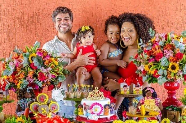 Detalhes da festa de seis meses da bebê Yolanda