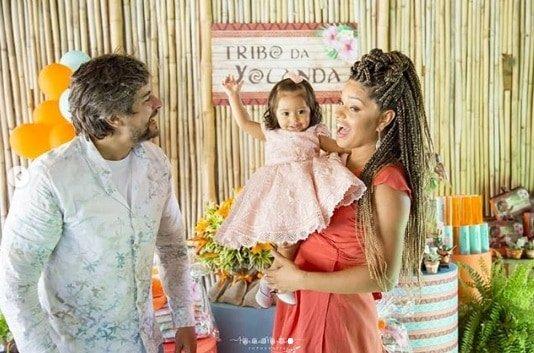 Mais um momento em família, Yolanda e seus pais
