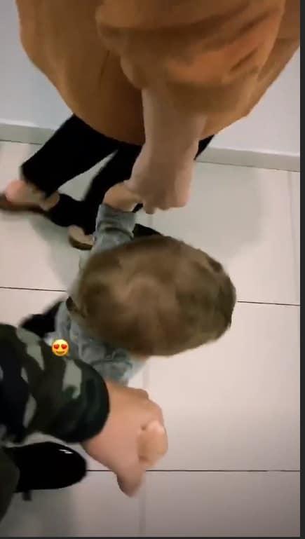 O musico Junior Lima e Monica Benini com o pequeno bebê Otto