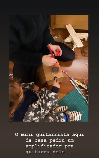 Filho de Junior Lima produzindo seu brinquedo