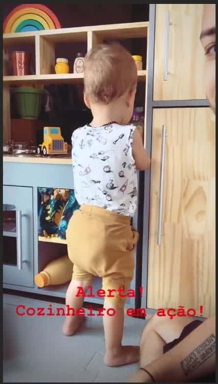 Otto, filho de Júnior Lima, brincando