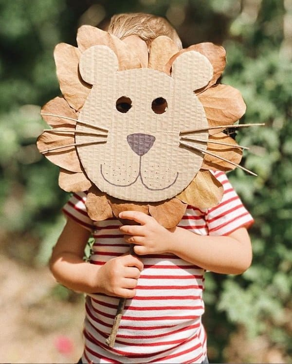 O filho de Junior Lima com sua fantasia de leão