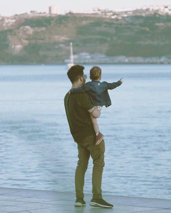 Junior Lima em foto rara com o filho