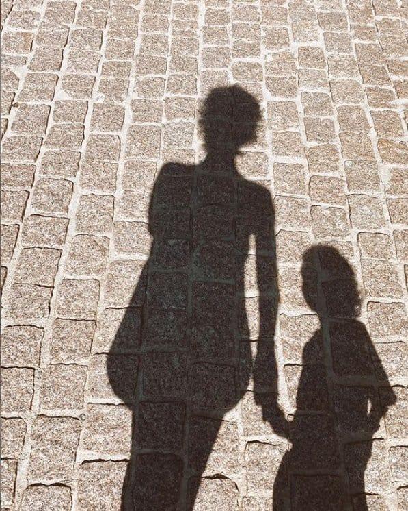 A esposa de Junior Lima, Monica Benini e o filho deles