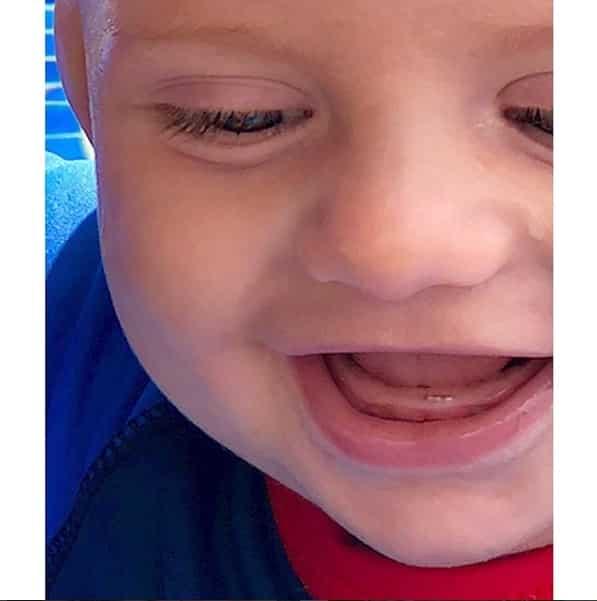 Essa foi a postagem da atriz Karina Bacchi do primeiro dentinho do seu filho Enrico