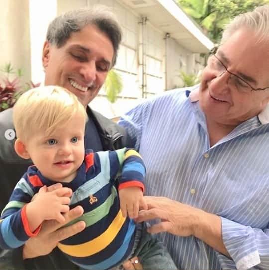 Filho de Karina Bacchi com seus avôs