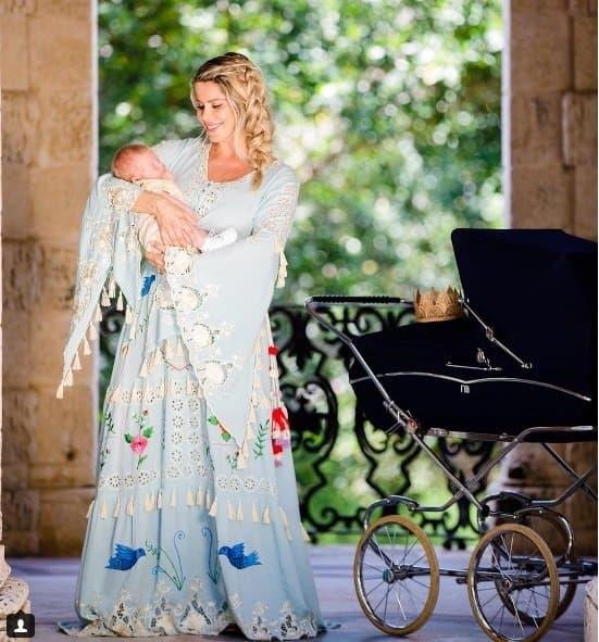 Enrico tem um carrinho de bebê estilo retro