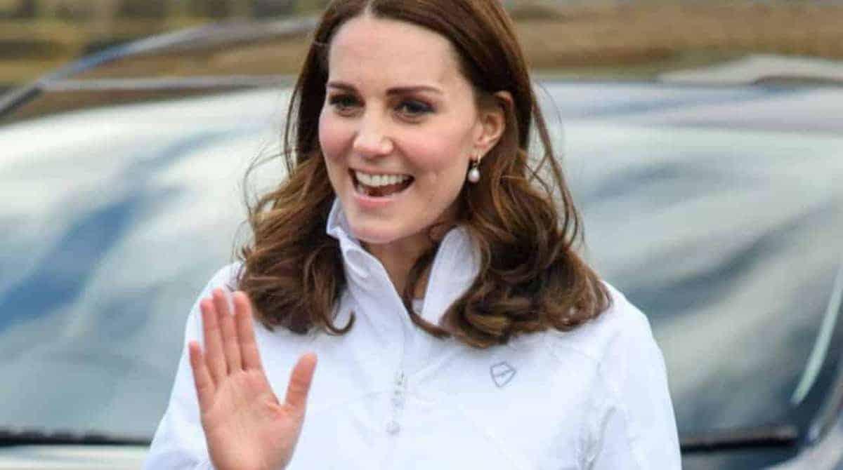 Grávida de 6 meses agora que a barriga da duquesa Kate Middleton apareceu