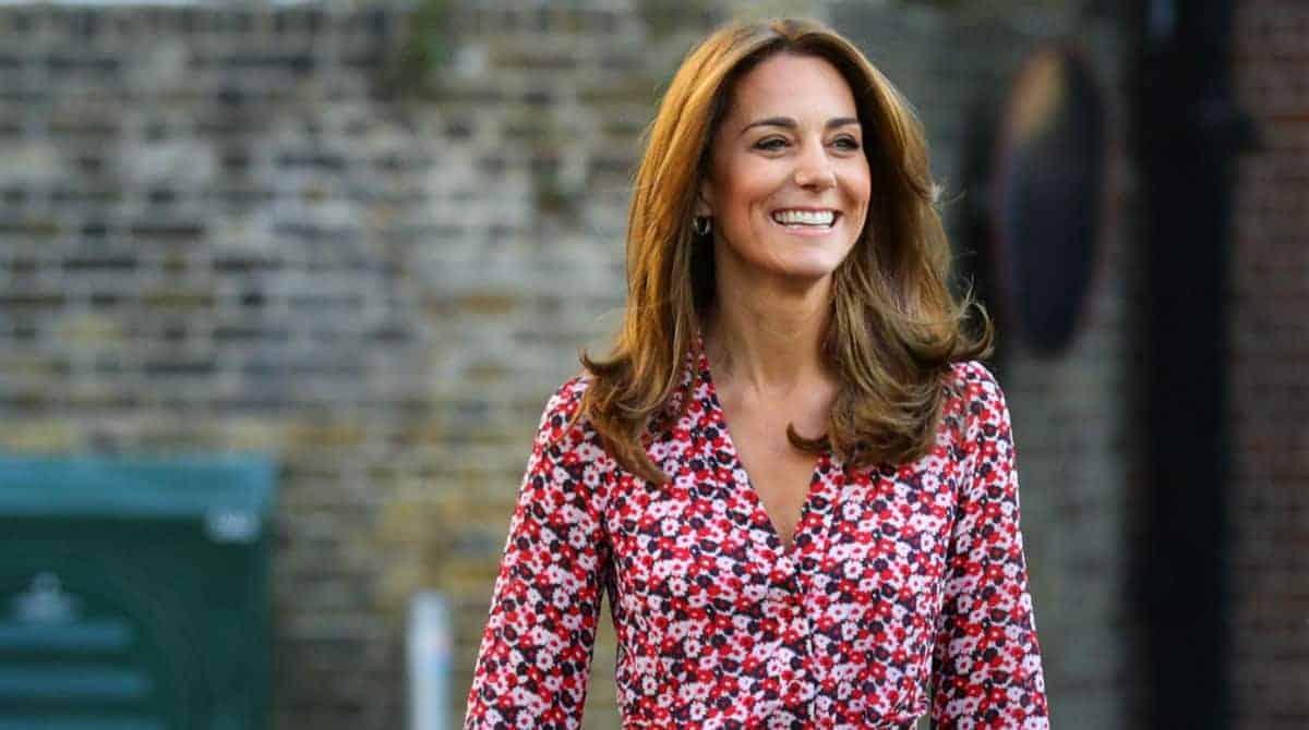 Kate Middleton levou Charlotte para o primeiro dia de aula e as fotos encantaram
