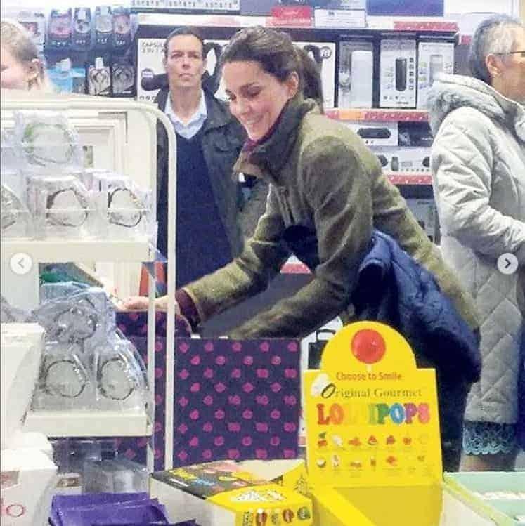 A duquesa Kate Middleton também deixou para fazer as compras de Natal de última hora