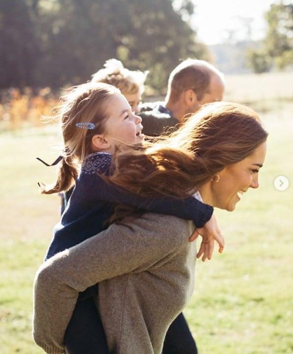 Kate Middleton com dois de seus filhos com príncipe William