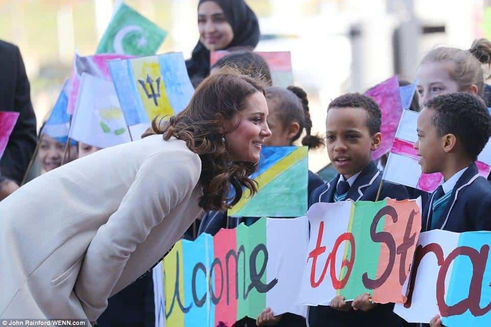 A duquesa Kate Middleton com as crianças durante o último evento antes da licença-maternidade