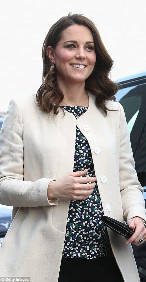 Antes de sua licença-maternidade Kate Middleton participou de um evento