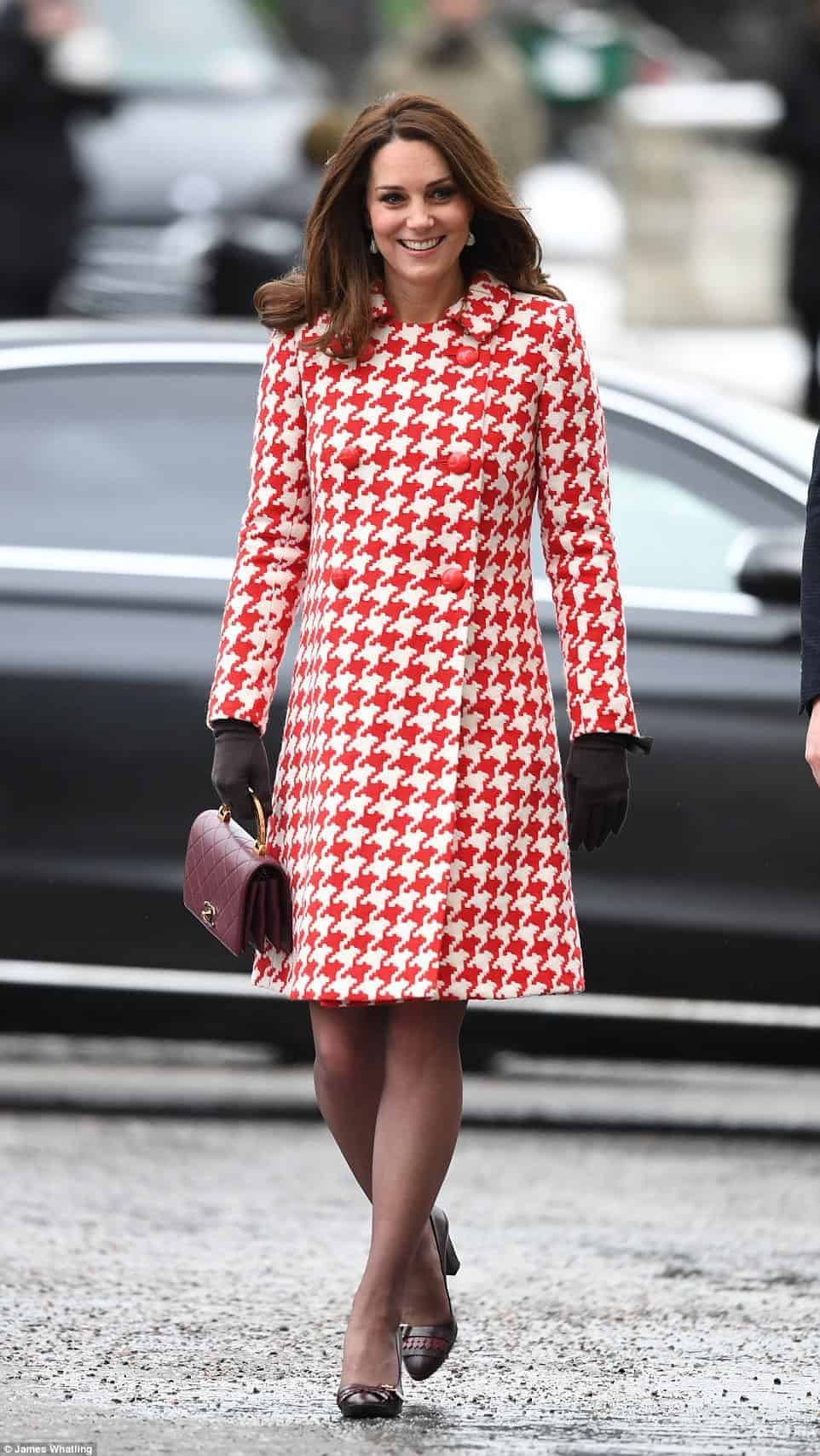 Esse foi o look que a duquesa Kate Middleton usou durante a visita a princesa da Suécia