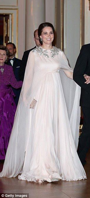 Durante evento na Suécia esse foi o look da duquesa Kate Middleton