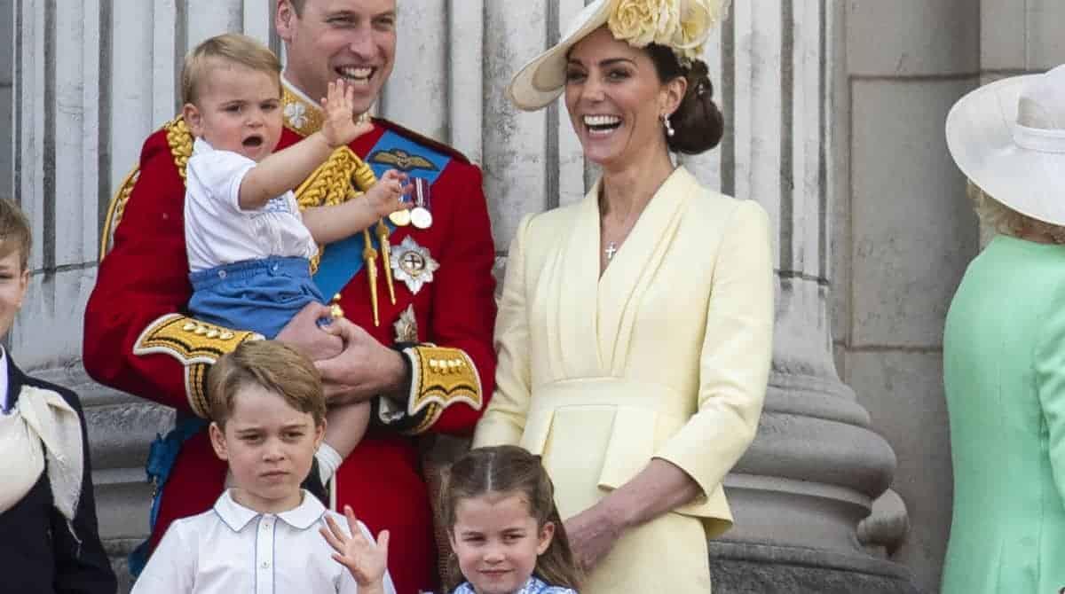 Filhos de Kate Middleton conheceram o bebê de Meghan Markle diante do público