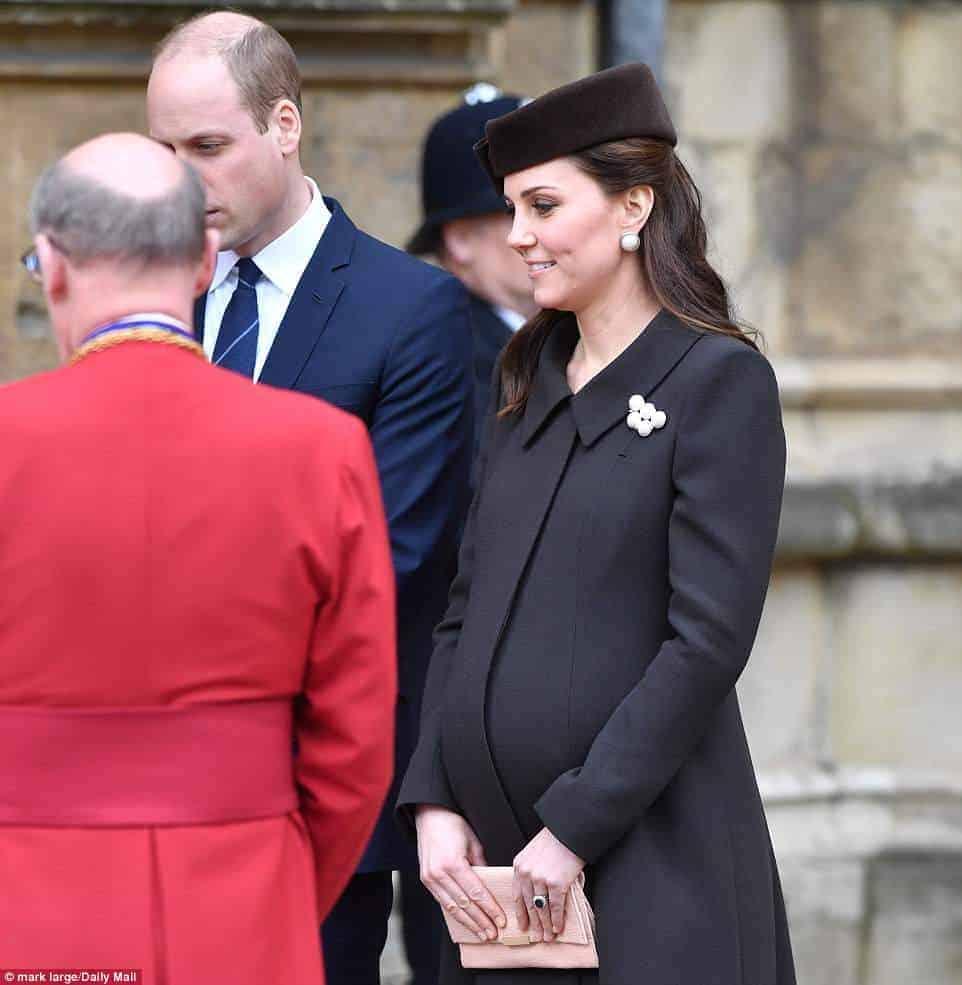 Kate Middleton grávida indo para a missa de Páscoa