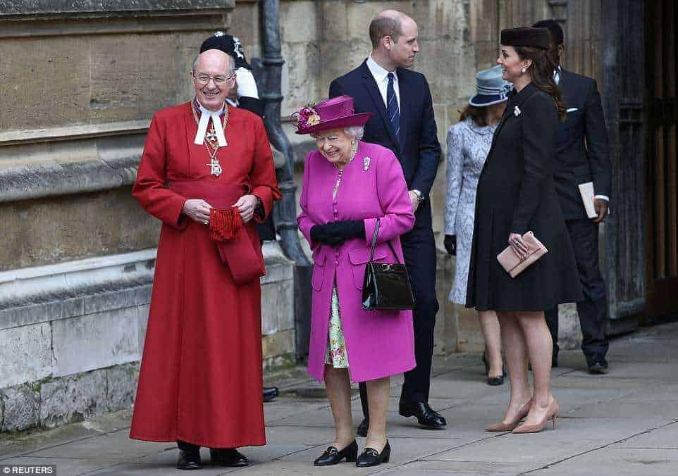 Até a rainha foi para a missa de Páscoa