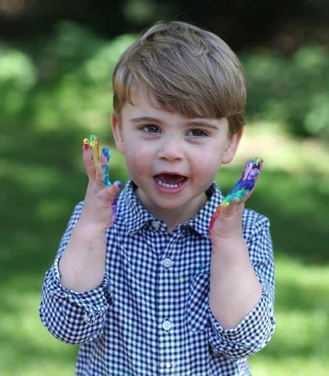 Príncipe Louis celebrando seu aniversário