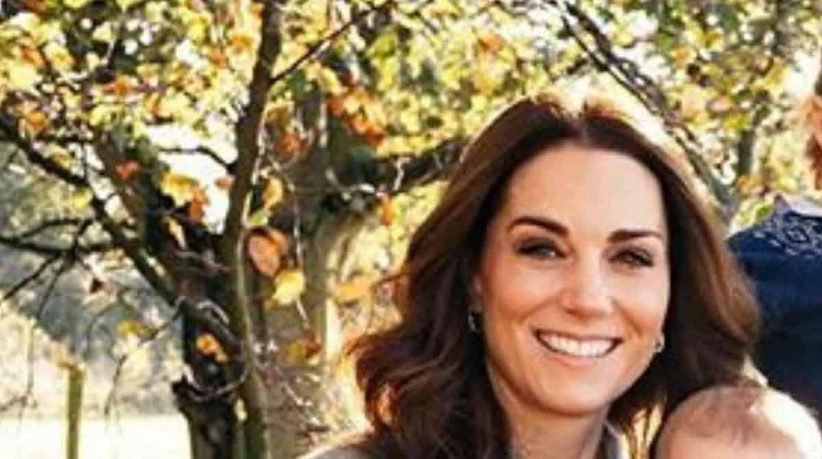 kate middleton e william revelam nova foto dos 3 filhos e e linda veja kate middleton e william revelam nova