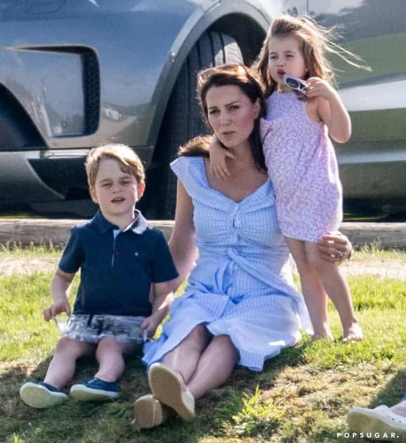 Nessa imagem a duquesa Kate Middleton em sua última aparição, ela não apresentou nenhum sinal de gestação