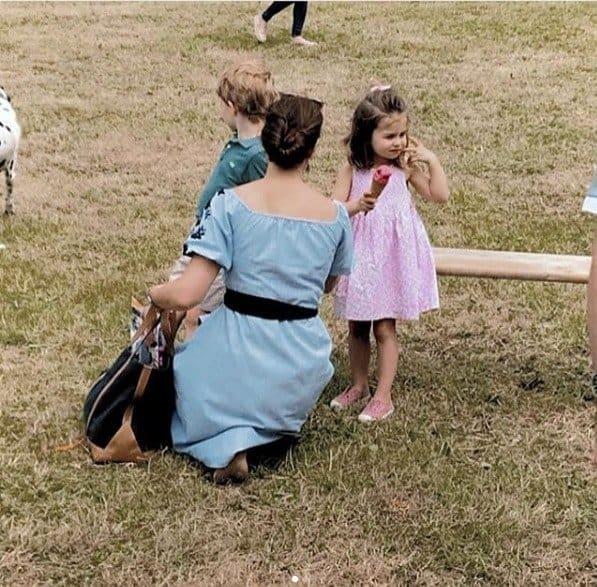 Uma semana após o casamento real a duquesa Kate Middleton resolveu relaxar com seus filhos George e Charlotte