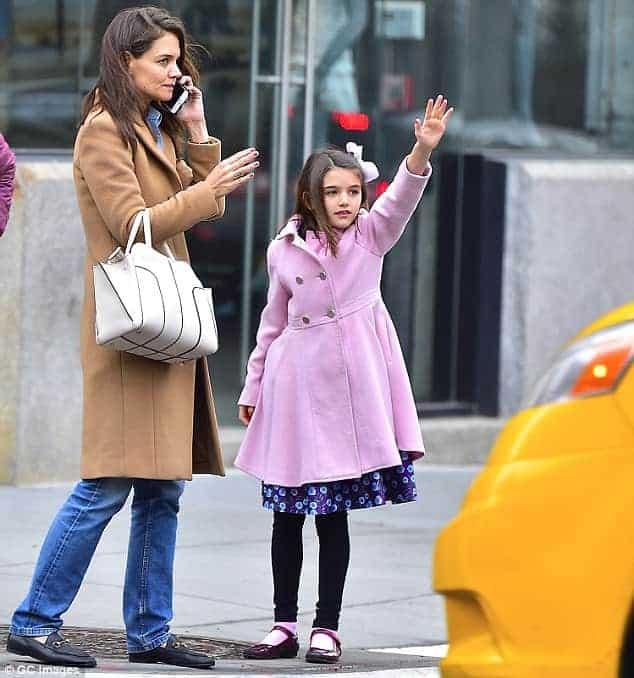 Suri é filha de Katie Holmes e Tom Cruise
