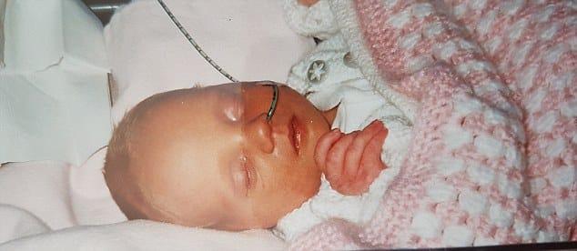Kerry quando bebê, a pequena tem autismo