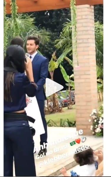 Veja a fofinha daminha dando um show no casamento de Camila Queiroz e Klebber Toledo