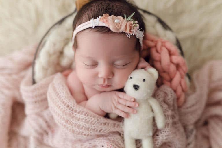 Newborn da afilhada de Larissa Manoela