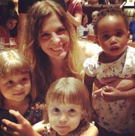 Júlia é filha da atriz Leandra Leal
