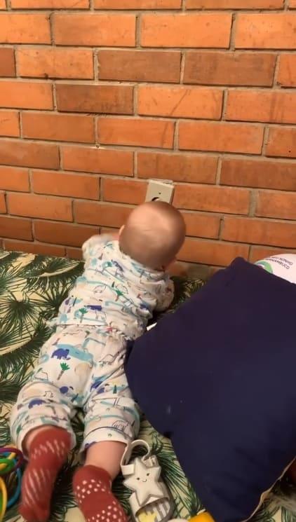 Bebê de Letícia Colin aprontando