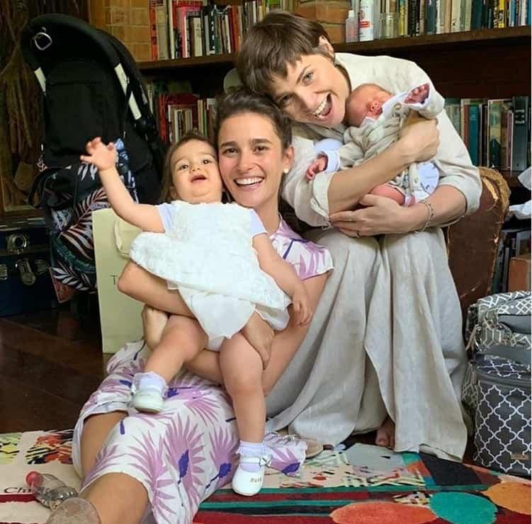 Letícia Colin com o filho quando recém-nascido