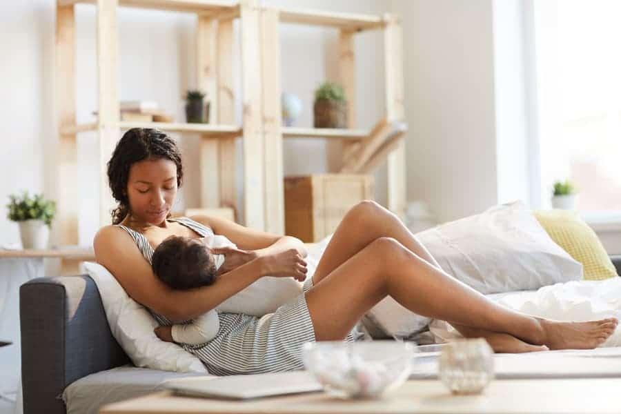 A licença-maternidade e outras leis protegem os direitos das mães e dos filhos