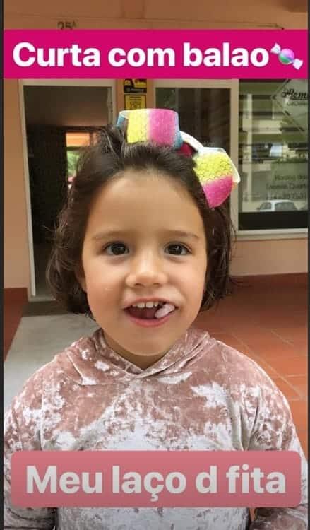 A filha de Luana Piovani também teve os cabelos cortados