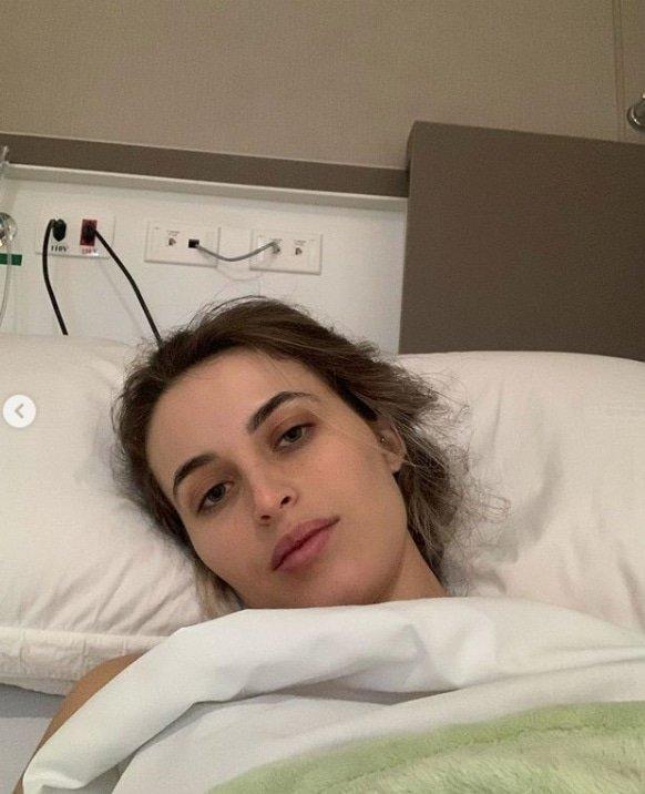 Noiva de Lucas Lucco revelou foto de quando estava internada