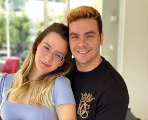 Luccas Neto mostrou a namorada grávida do primeiro filho