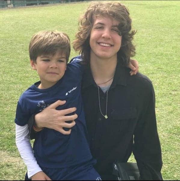 Luciana Gimenez é mãe desses dois meninos