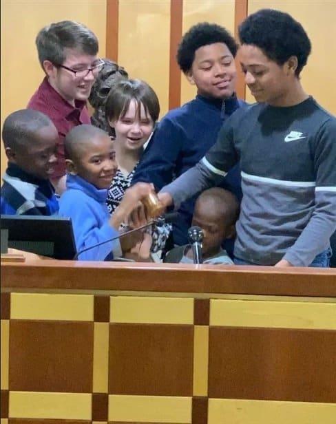 Com a decisão do juiz, a mãe agora tem 8 filhos