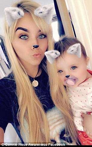 A bebê junto com a mamãe Dexy Leigh Walsh