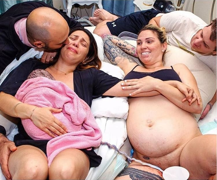 Mãe, seu bebê e a barriga de aluguel