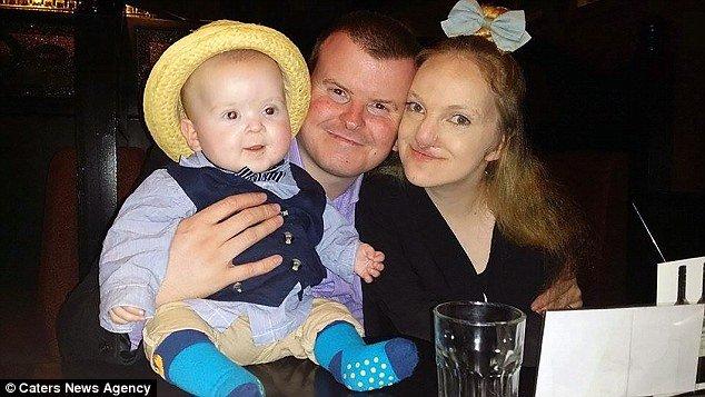 O bebê Hayden com seus pais
