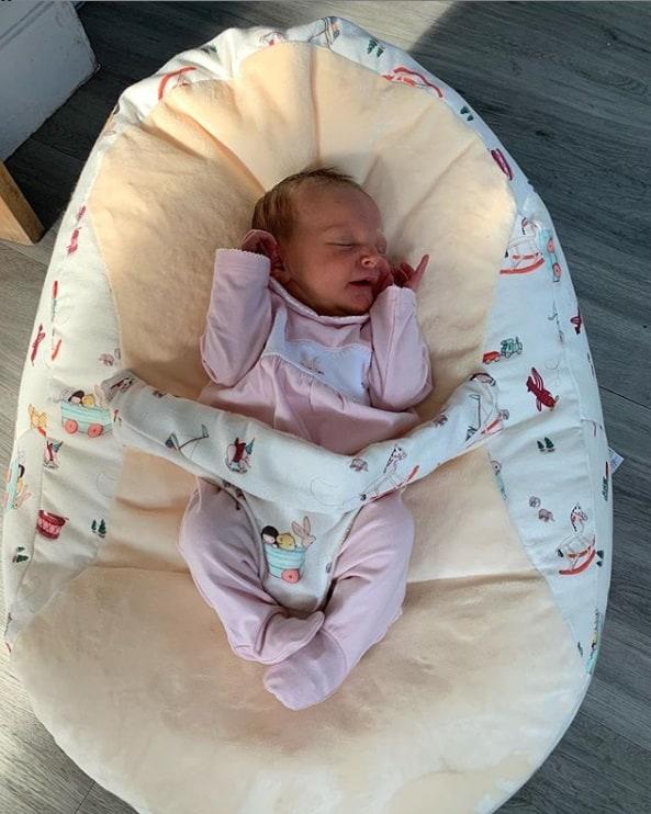 Bebê de Sue Radford que acabou de nascer