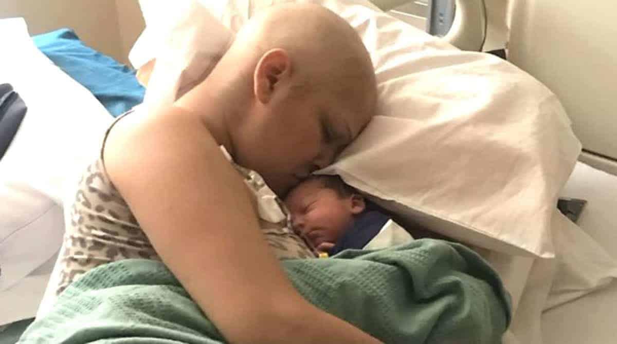 Mãe que lutou contra câncer na gravidez teve um bebê saudável
