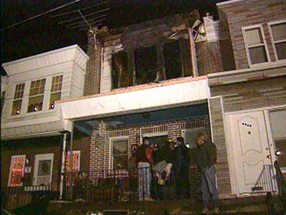 Foto da casas de dona Luz após o incêndio
