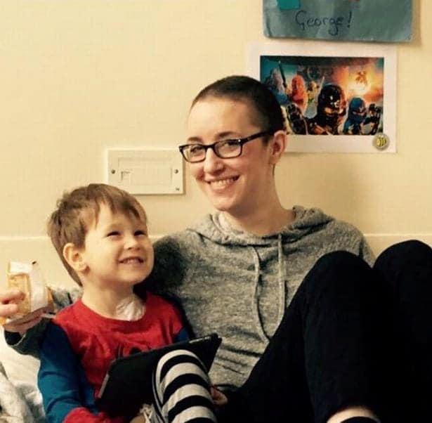 Mãe e filho venceram câncer juntos e surpreenderam