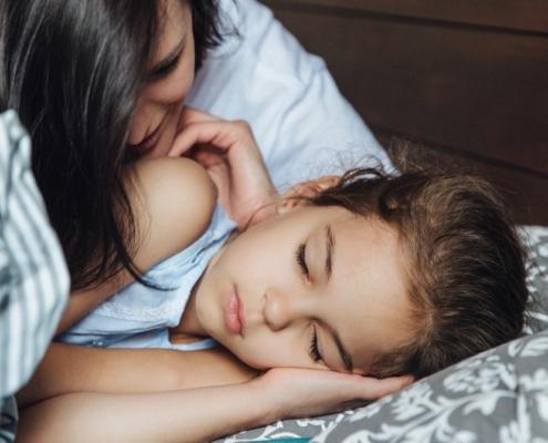 Confira benefícios da criação com apego para seu filho